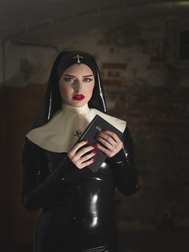 Fetish sex advertentie van Mistress Bella Lugosi in Berlijn - Foto: 4